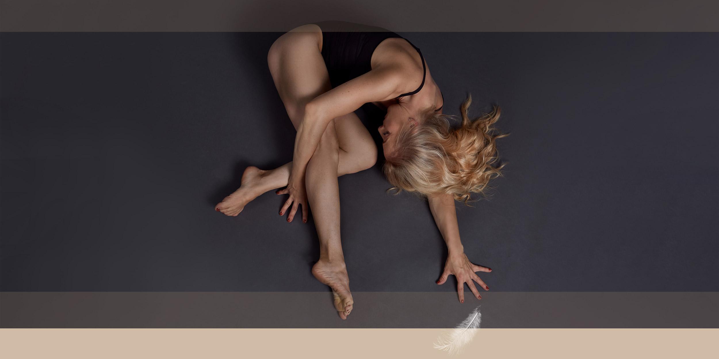 Pole Dance Trainerin - Figur liegend